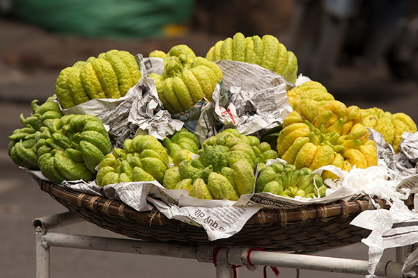 La mano de buda es muy fácil encontrarla en mercados de Tailandia
