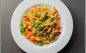 Pasta con pollo y verduras 1